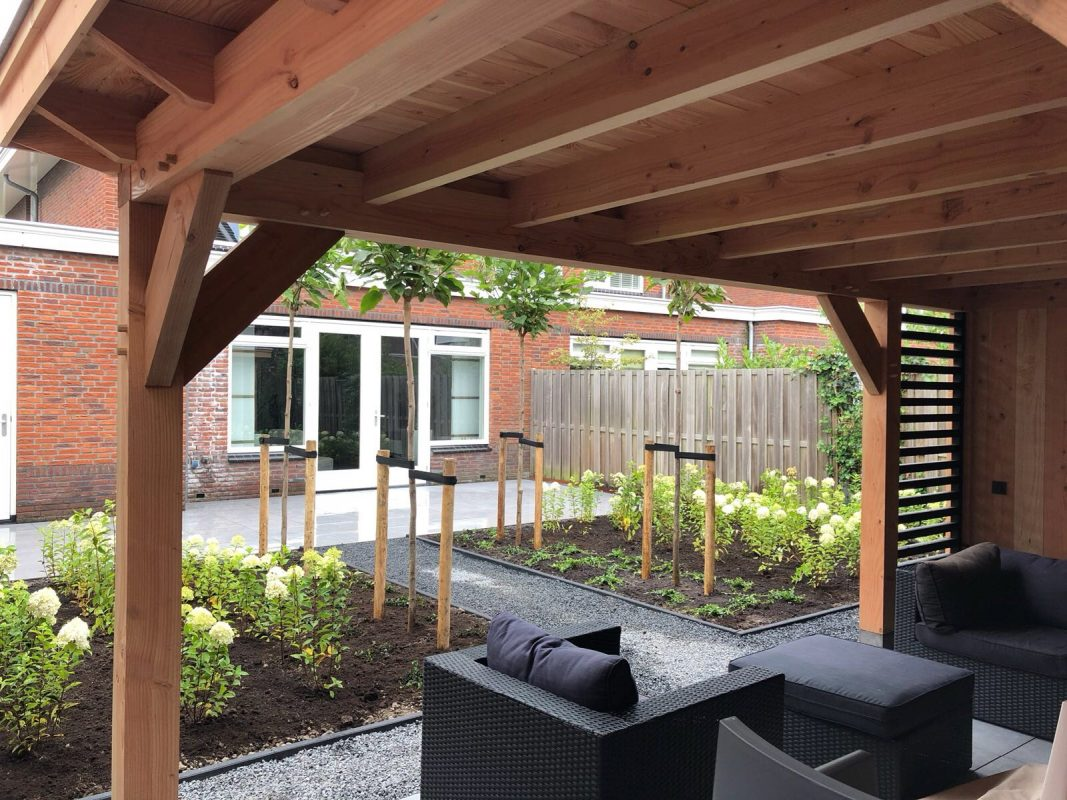 Strakke achtertuin in Bleiswijk
